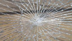 rozbite-sklo